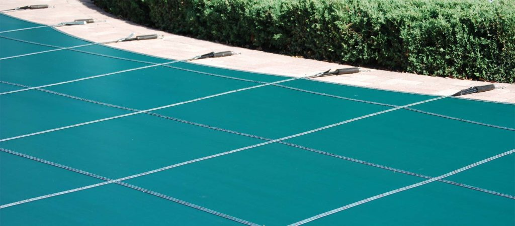 Closed pool safety cover
