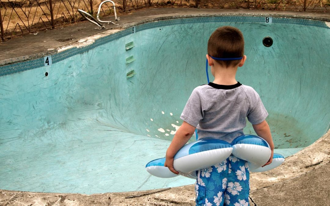 How To Tell When It's Time To Replace A Pool Liner